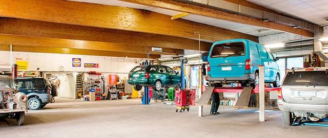 USA-autokorjaamo täysillä palveluilla